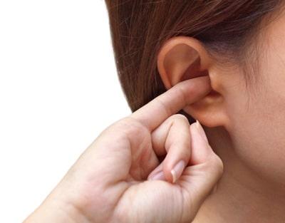 Зуд в ушах, что делать и как лечить