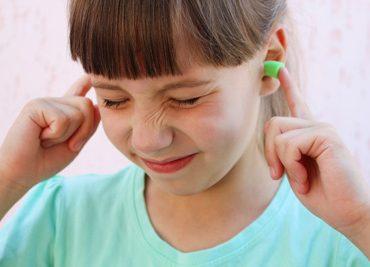 Положите беруши детям в школьный портфель или как сохранить слух у ребенка