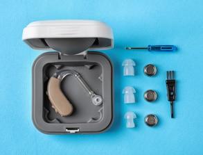 Чистка слуховых аппаратов