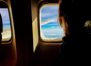 Заложенность в ушах при взлёте и посадке самолёта: причины и способы её избежать