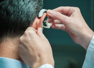 Самые распространённые мифы о потере слуха