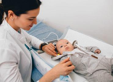 Что нужно знать родителям о скрининге слуха новорожденных