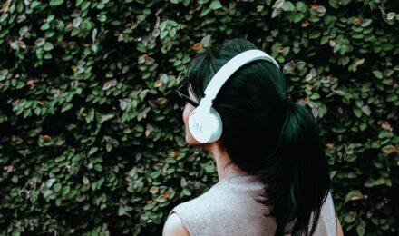 Как не испортить слух, пользуясь наушниками?