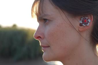 Будущее слуховых аппаратов - концепты устройств